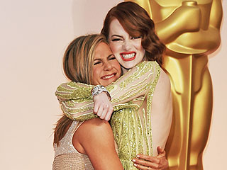 Emma Stone and Jennifer Aniston Are the Breakout BFFs of the Oscars
