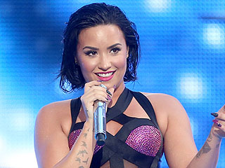 Demi Lovato Takes PEOPLE Behind the Scenes at the Video Music Awards