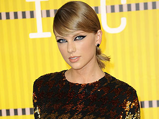 5 Cat Eye Makeup Looks That Stole the Show at the VMAs (Sorry, Kanye)
