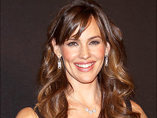 Why Won't Jennifer Garner Wear Red Lipstick? (Plus, Find Out About Her No-Diet Mantra) | Jennifer Garner