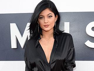 Kylie Jenner's Scandalous Bikini Selfie, Lisa Rinna's Tiny Two-Piece and More Celeb Swimsuit News