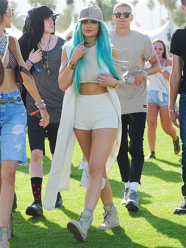 Kylie Jenner Hat and Blue Hair
