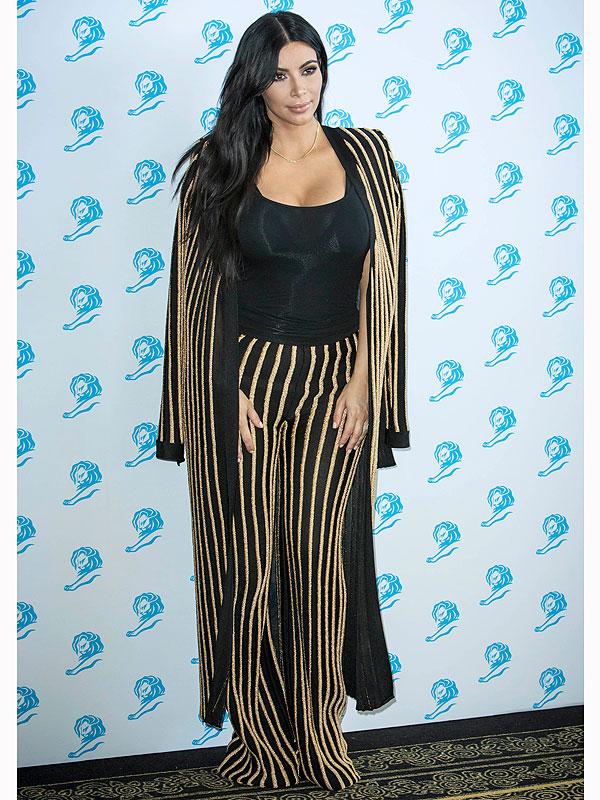 Kim Kardashian bikini selfiesn
