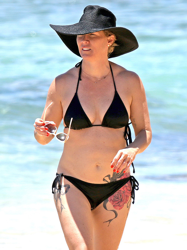 Jennie Garth hip tattoos