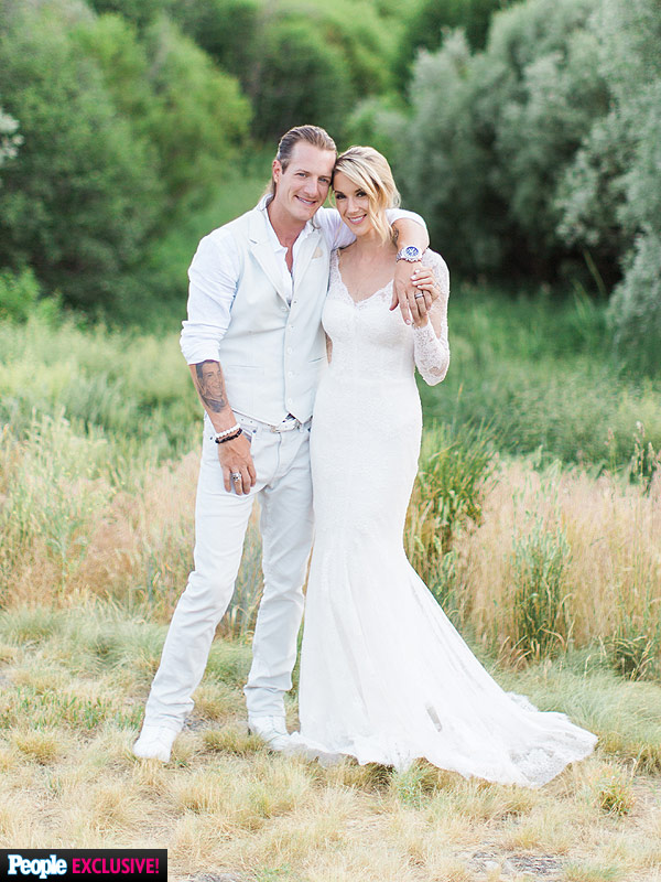 Tyler Hubbard and Hayley Stommel wedding photo