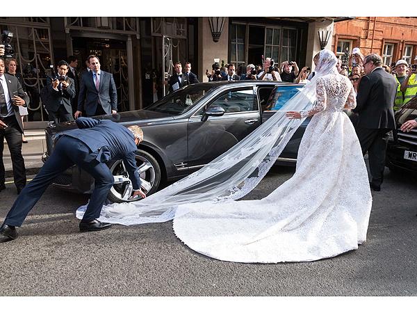 Nicky Hilton veil