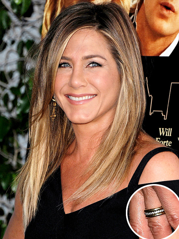 Jennifer Aniston wedding ring photo