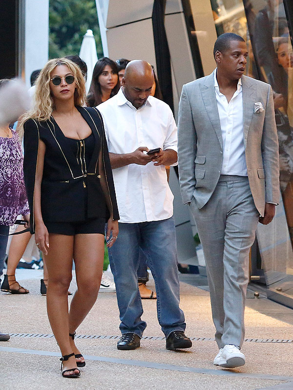 Beyonce wears a cape to the beach