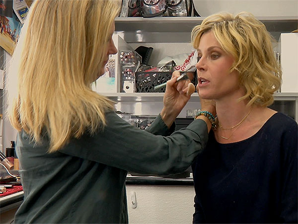 Screengrab from BTS video w/ Julie Bowen from Mode