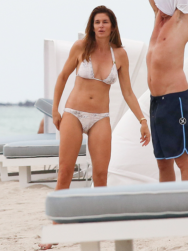 Cindy Crawford Bikini Photos 117