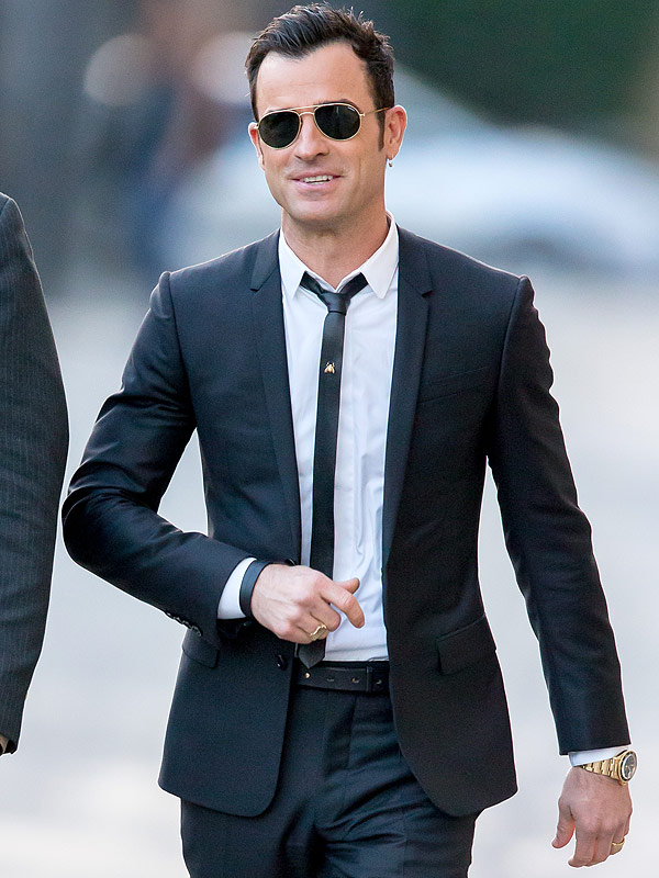 Justin Theroux Has An Earring PHOTOS Style News
