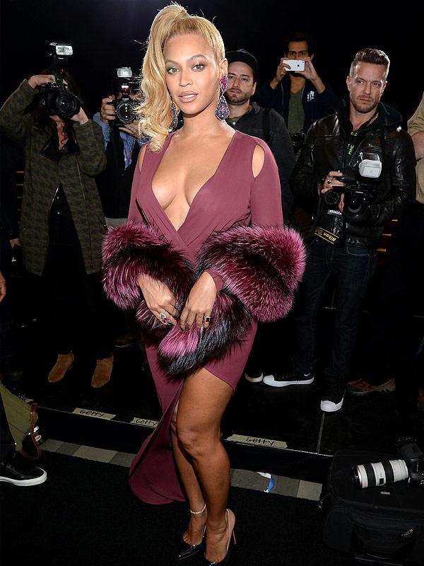 Beyoncé Flaunts Cleavage at Tidal X Concert