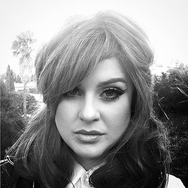 Kelly Osbourne wears long-haired wig