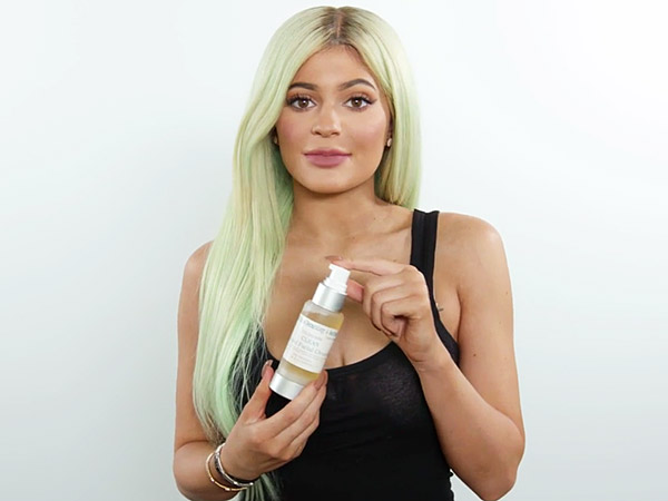 Kylie Jenner opens up her travel bag