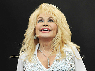 Dolly Parton Dishes on Why Opposites Attract