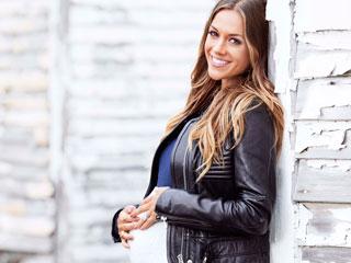 Expectant Jana Kramer Embraces Her Baby Body: 'Pregnancy Makes Me Feel So Pretty'