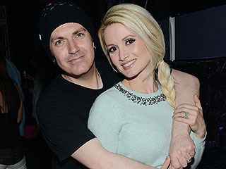 Holly Madison Reveals She's Expecting ... a Boy!