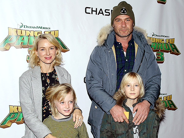 Naomi Watts and Liev Schreiber with kids