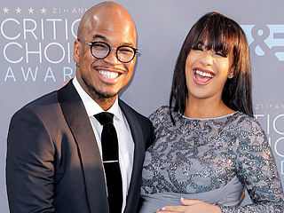 Ne-Yo Gives Expectant Fiancée Crystal Williams a Belly Rub at the Critics' Choice Awards