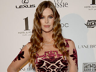 Robyn Lawley Says Shooting Sports Illustrated Six Months After Baby was 'Confidence Building'