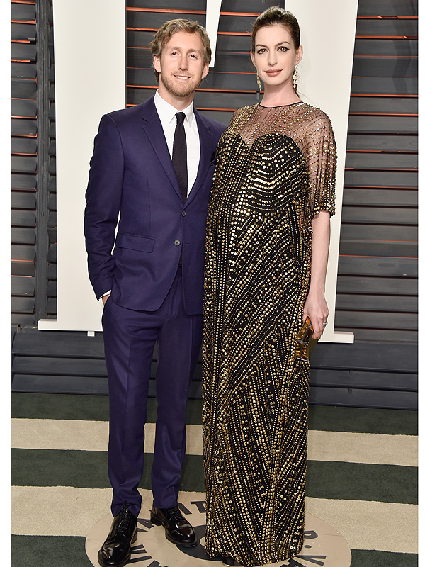 Anne Hathaway pregnant Vanity Fair