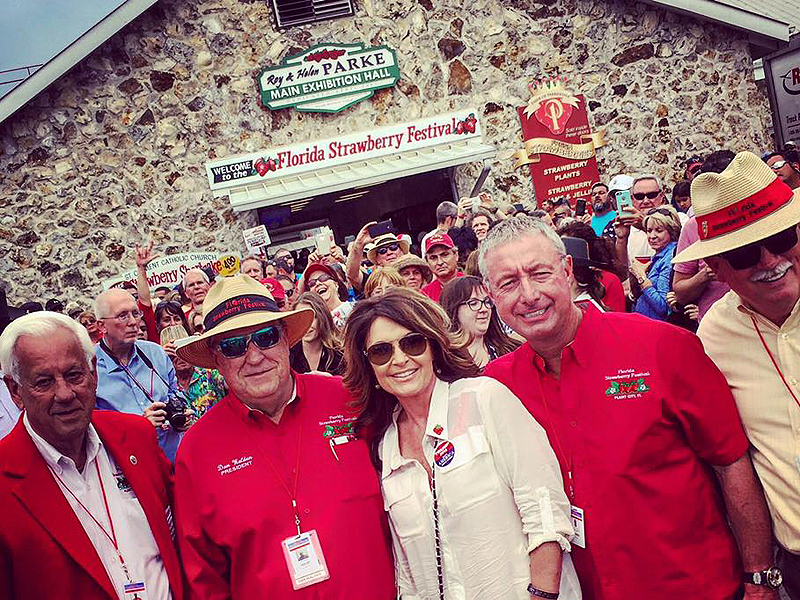 'Thank You Guys for Your Prayers': Sarah Palin Makes One Last Stump for Trump Before Returning Home Following Husband Todd's Accident| 2016 Presidential Elections, Presidential Elections, People Scoop, Donald Trump, Sarah Palin