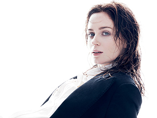 Emily Blunt on Expecting Her Second Child: 'I Forget That I'm Even Pregnant'