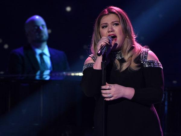 Kelly Clarkson pregnant American Idol