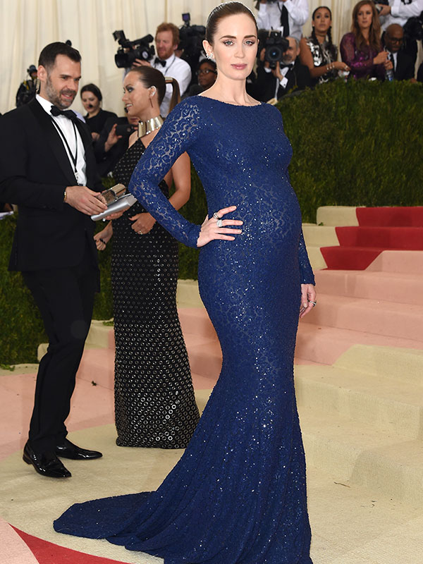 Met Gala 2016: Emily Blunt Pregnant on the Red Carpet ...