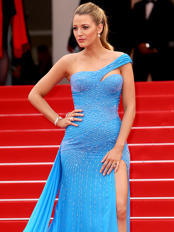 Blake Lively Channels Queen Elsa from Frozen in Bump ...