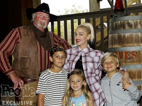 Gwen Stefani kids Knotts Berry Farm