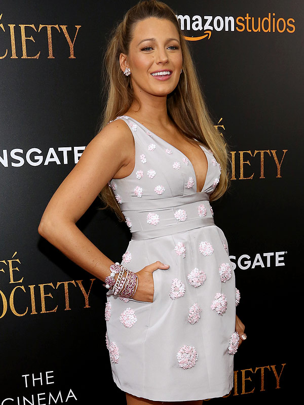 Blake Lively pregnant red carpet