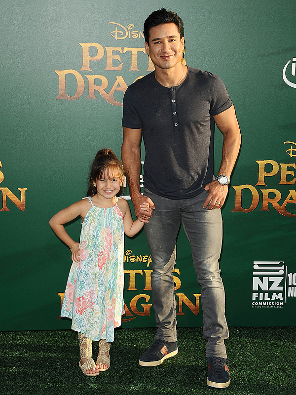 Mario Lopez Pete's Dragon Gia