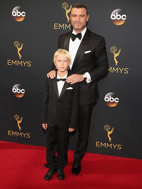 Liev Schreiber son Sasha Emmys 2016