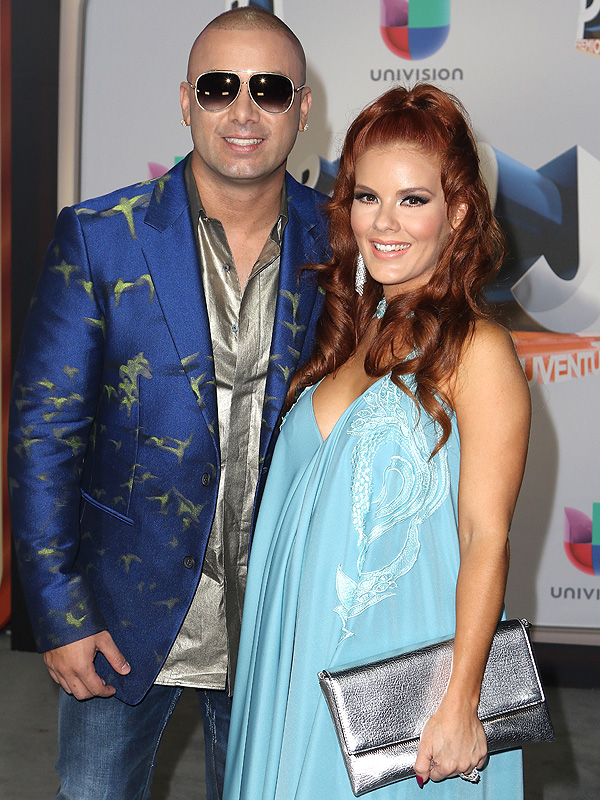 Wisin wife and daughter