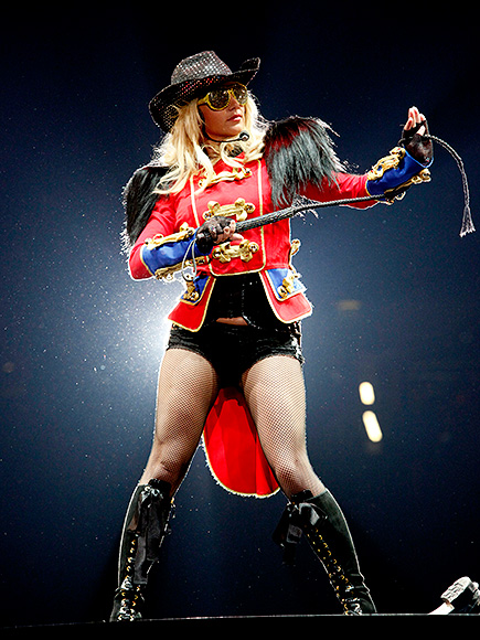 RETURN TO THE CIRCUS photo   Britney Spears
