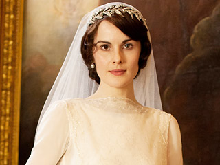 From Corsets to Flapper Chic: The Best Outfits in Downton Abbey History