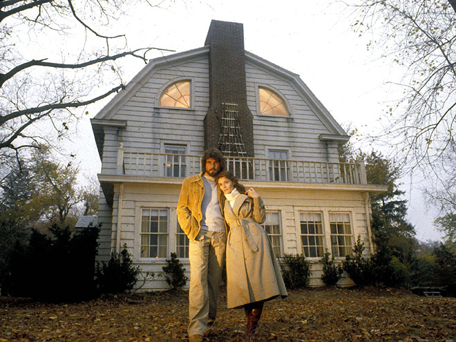Amityville horror house on sale for 850 000 for Amityville la maison du diable streaming