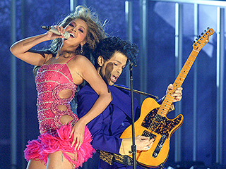 FROM EW: Watch Beyoncé Pay Tribute to Prince with 'The Beautiful Ones' Cover