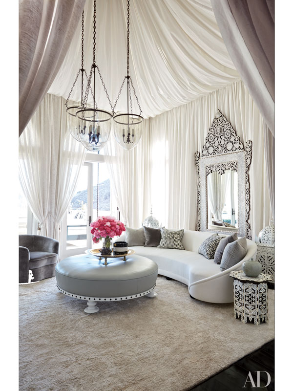 Kourtney kardashian khloe kardashian inside their for Decoration maison khloe kardashian