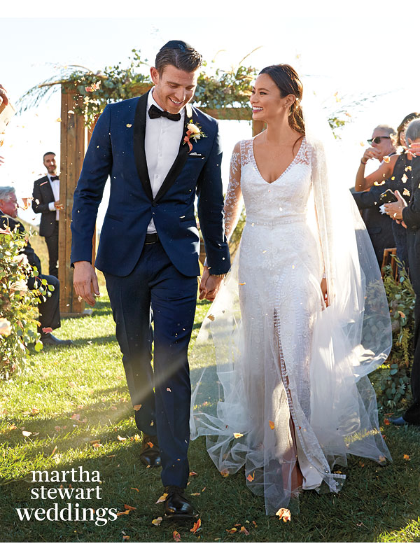 Cubs Kris Bryant Ties the Knot Surrounded by Teammates