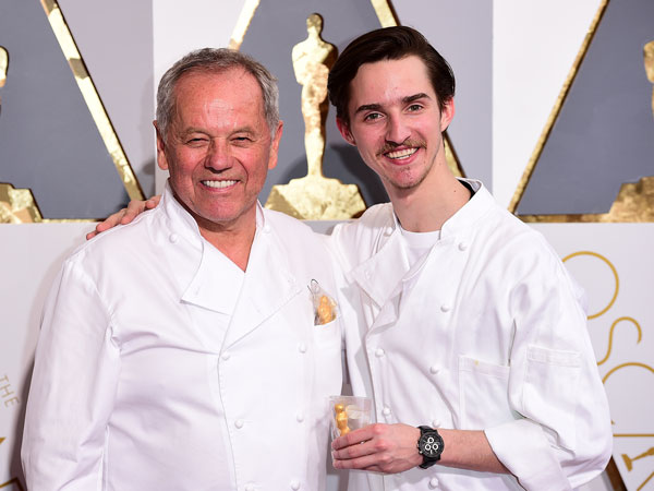 Oscars 2016: Wolfgang Puck and Sons Pass Out Caviar on Red Carpet - Great Ideas : People.com