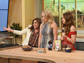 Rachael Ray Guest Stars on Young & Hungry — and Reveals Why She Doesn't Read Food Blogs