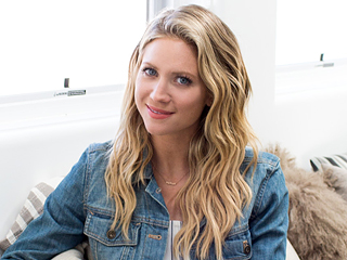 PHOTOS: Brittany Snow Shows Off Her Trendy Los Angeles Home