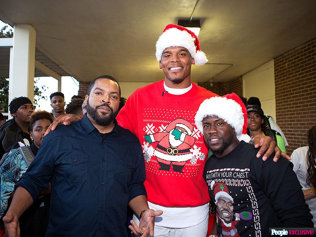 It S Santa Cam Panthers Quarterback Cam Newton Dresses Up