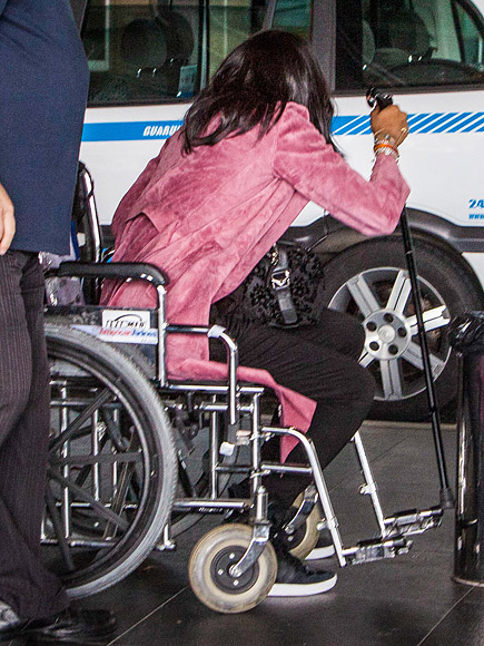 Supermodel Naomi Campbell Spotted in a Wheelchair After Injuring Her Foot| Sickness & Injury, Naomi Campbell