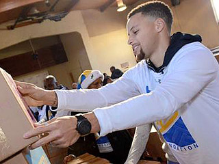 NBA Star Stephen Curry and His Family Give Food to 400 Families in Need