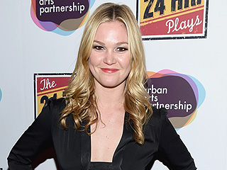 'Best Christmas Ever': Julia Stiles Is Engaged – See Her Beautiful Ring!