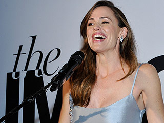 Jennifer Garner Jokes About Wishing She Had a Date – After a Day at the Salon, That Is