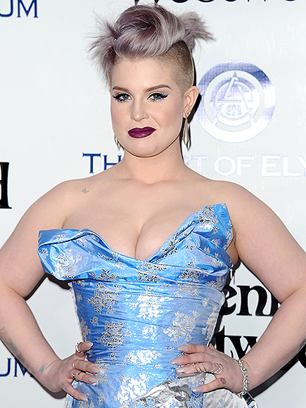 Kelly Osbourne Defends Mom Sharon Kicking PCA Stage Crasher